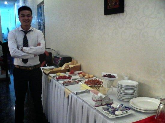 Tu Linh Palace Hotel: Mr. Tim, the man! :p