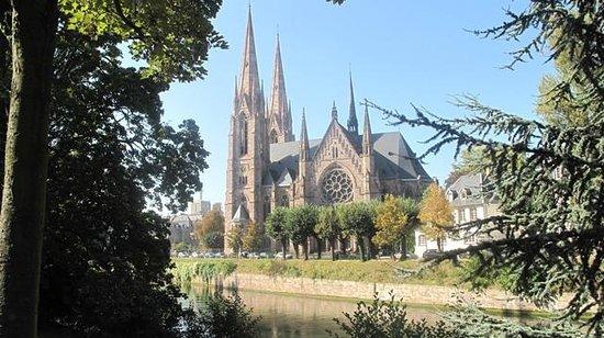 Église catholique Saint Pierre le Jeune : Saint pierre farklı açıdan