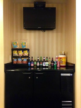 Cobblestone Inn and Suites Oshkosh: Enjoy our selection of beer!
