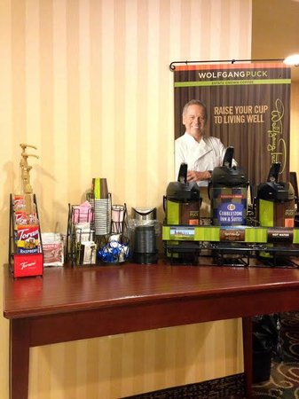 Cobblestone Inn and Suites Oshkosh: Wake up with our 24 hour coffee bar featuring the delicious Wolfgang Puck coffee!