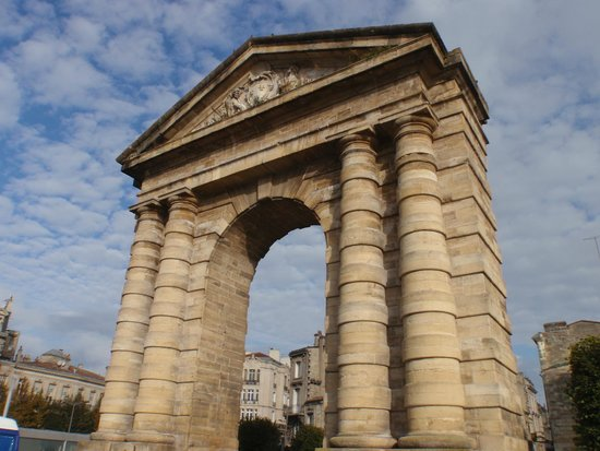 Porte d 39 aquitaine picture of place de la victoire for Location t3 bordeaux victoire