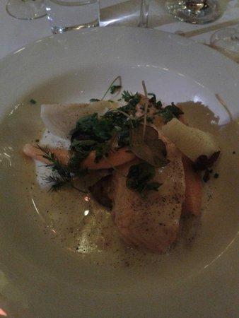 Restaurant Paafuglen, Tivoli: Bagt laks med confitterede efterårsknolde, citrontimian, fiske fumé og friske krydderurter