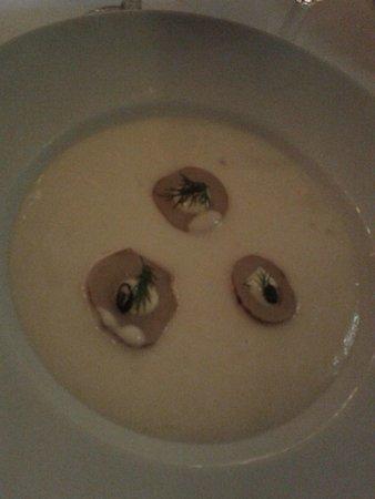 Restaurant Paafuglen, Tivoli: Kartoffel-porre suppe med jordskokker og trøffelolie