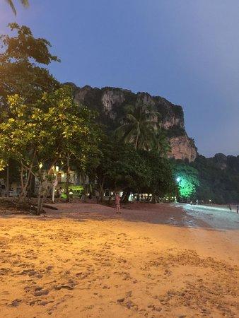 Golden Beach Resort: beach