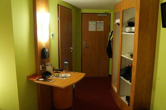 B&B Hotel Koblenz: Room 302  at Front.