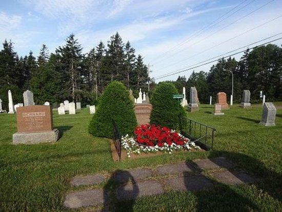 Cavendish Cemetery : 明るい墓地。