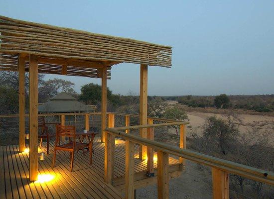 Simbavati Hilltop Lodge: Private viewing deck