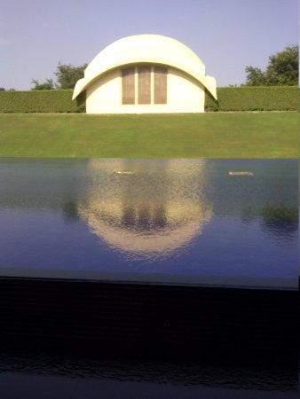 Trident, Gurgaon : Water Reservoir in front of Entrance to Lobby