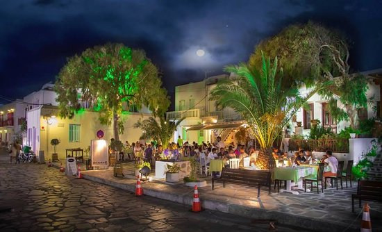 D'Angelo Mykonos : Enjoy a great dinner under the stars and the moon!
