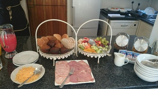 Tesorino B&B: Muffins and omelette and smiling friendly staff