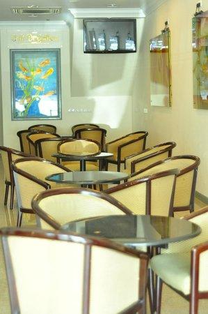 DeGalleria Hotel: Lounge