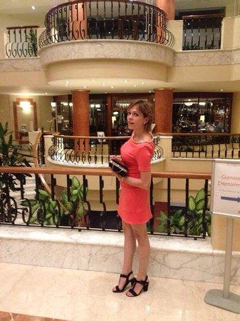Radisson Blu Resort, Malta St Julian's: 15-08-2015 nella hol della bellissima struttura di Radisson! Foto by mio fidanzato ��