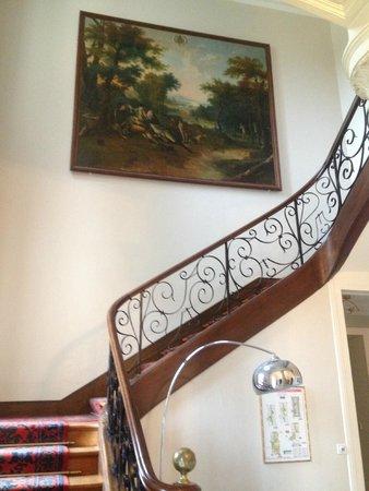 Hôtel Club Vacanciel La Ferté-Imbault : Escalier pour accéder au 1er étage