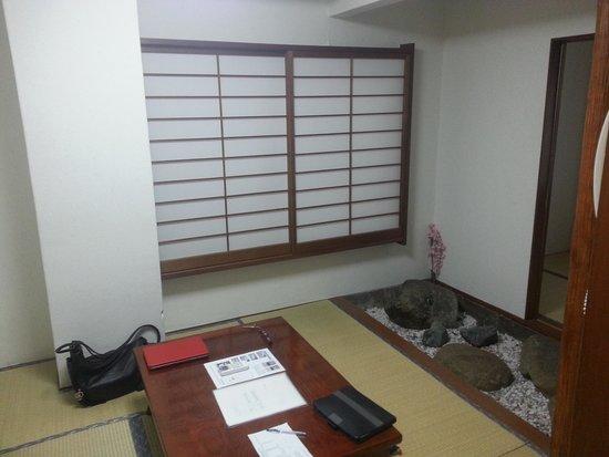 Business Hotel Shin-Okubo Sekitei: living room