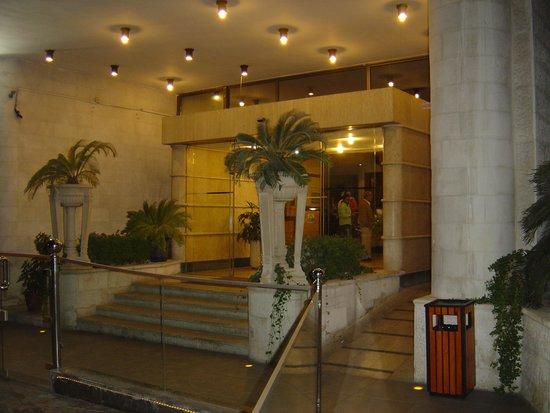 Days Inn Hotel Suites Amman: entrée de l'hotel
