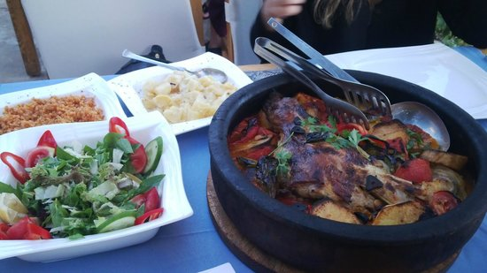 Sultan Garden Restaurant : leg of lamb with vegatables for 2 person