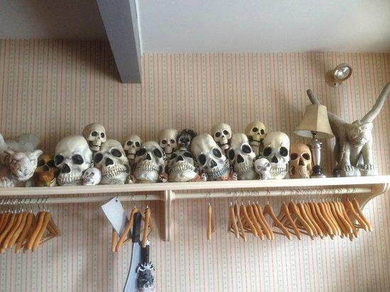 Willowtree Inn: The most enterrtaining coat rack anywhere!