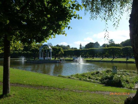 Kadriorg Palace : Lake within the grounds