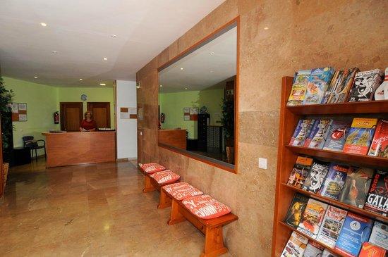 Apartamentos AR Santa Anna II: recepcion