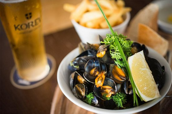 The Lifeboat Inn: We have great beers and delicious food on offer