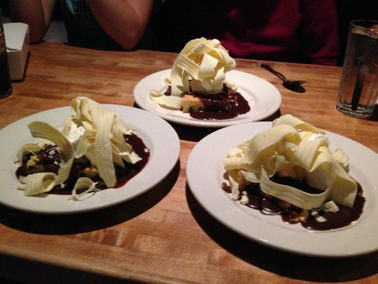 The White Chocolate Grill - Park Meadows: White chocolate blonde brownie