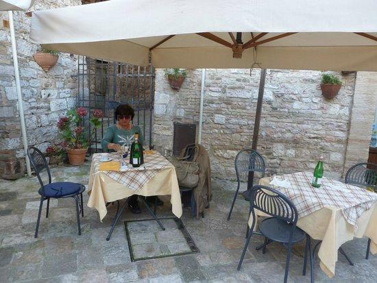Trattoria da Erminio: Un rincón de la agradable terraza