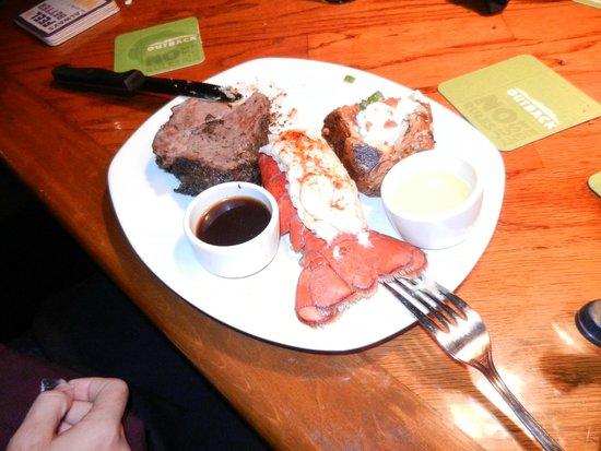 Outback Steakhouse: refeições fartas a preço justo - lagosta, filet e batata