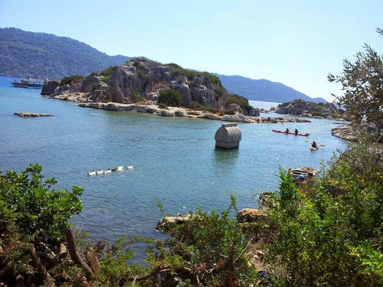 Kalekoy Harbour : Kral mezarı