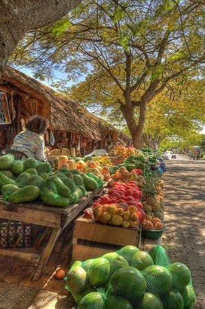 St. Lucia Safari Lodge: open-air market close by the lodge