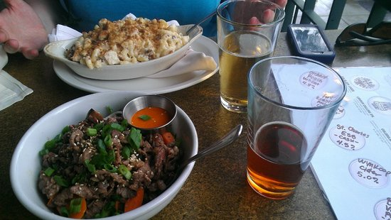 Wynkoop Brewing Company : To die for mac and cheese and my Thai beef pasta