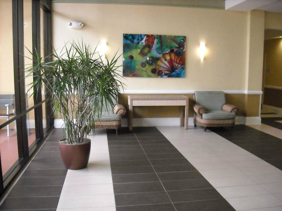 Holiday Inn Express Hotel & Suites Ft Lauderdale - Plantation : One of the lobby areas where the elevator is located