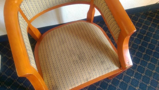 Rodeway Inn Miami: what exactly happened to this chair?