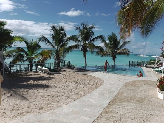 Cocobay Resort: Bottom deck pool, beautiful (and one of wedding locations)