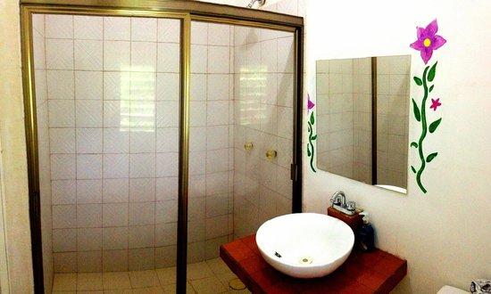 El Jardin de Frida: Bathroom