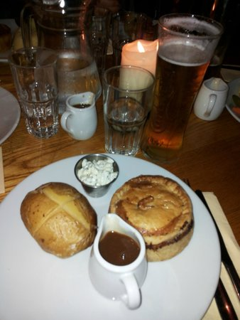 Chicken, Mushroom and Bacon Pie - Foto van Porters English Restaurant ...