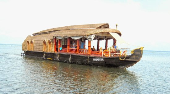 Eco Trails Kerala : Tourists in the Houseboat at Alleppey