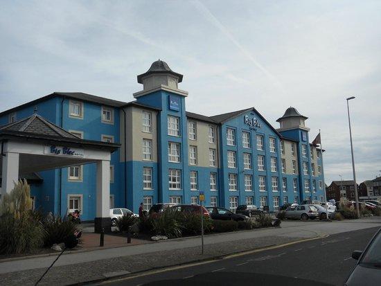 Big Blue Hotel: Hotel