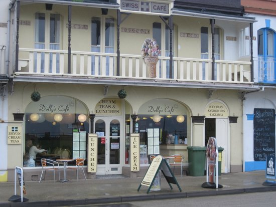 Dolly's Cafe: Exterior