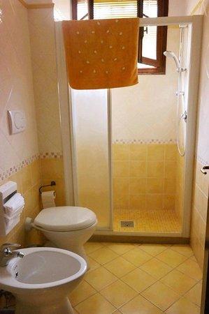 B&B Casa delle Rose: Shared Bathroom