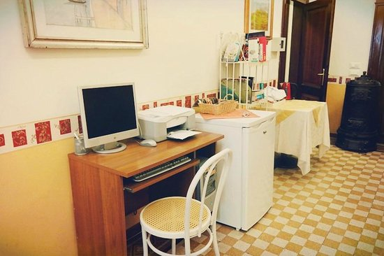 B&B Casa delle Rose: Corridor (Computer)