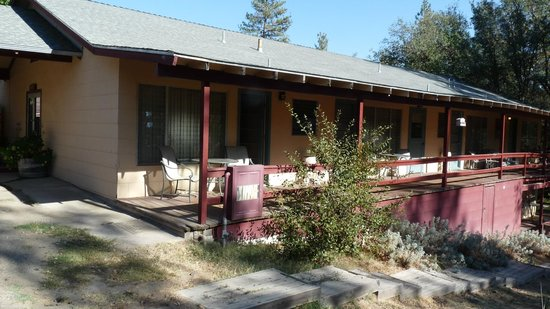 Sierra Sky Ranch: Exterior of bunk house