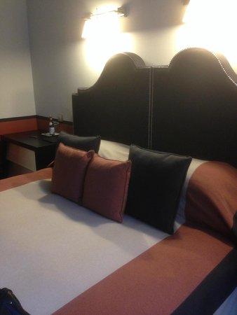 Hotel de Rome: bed