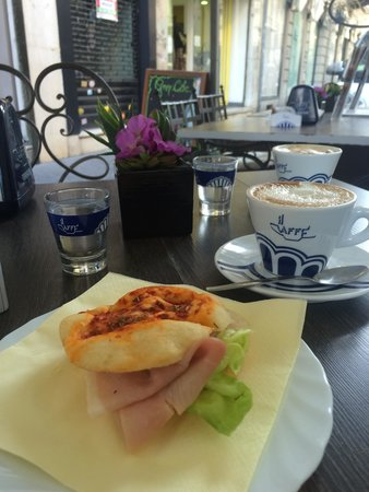 Grey cafe'