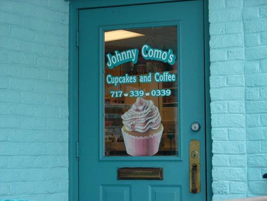 Johnny Como's Cupcakes and Coffee: Beautiful back door!