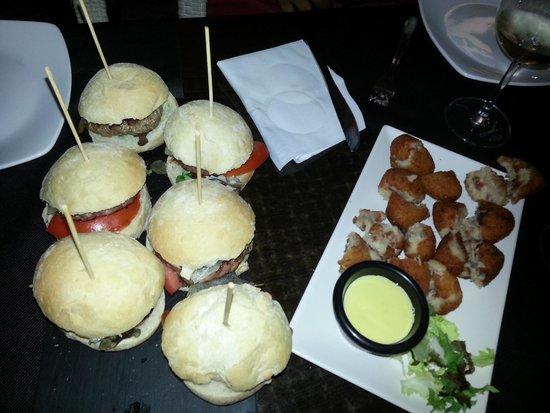 La Casa Del Rey: Mini-hamburguesas y tapa de croquetas