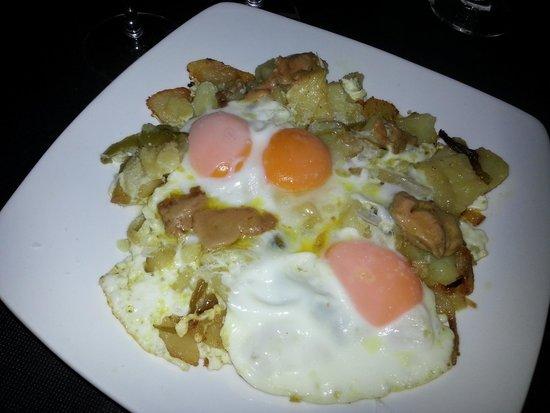 La Casa Del Rey: Tapa de huevos, patatas....
