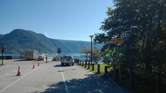 Linahagen Cafe: Imbarco per Urnes