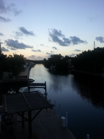 Creekside Inn Islamorada : Sunset from second floor balcony