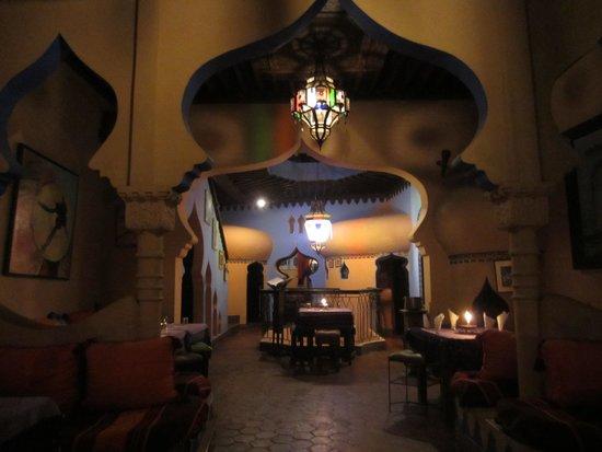 Aladdin Restaurant : Beautiful room