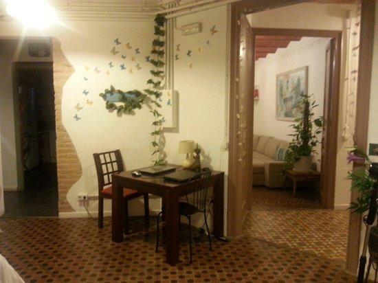 Primavera Hostel: Laptops for guests